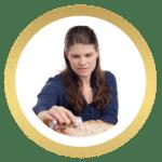 Madbloggeren Bianca fra madbloggen homebybianca.dk laver kage.