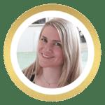 smilende blond kvinde og minimalistisk blogger fra pigenderdesignedesintid.dk