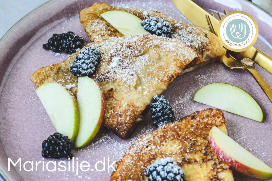 veganske pandekager med bær, æbler og flormelis