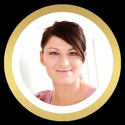 Smilende kvinde med mørk hår. Bloggeren didde fra diddeplet.dk